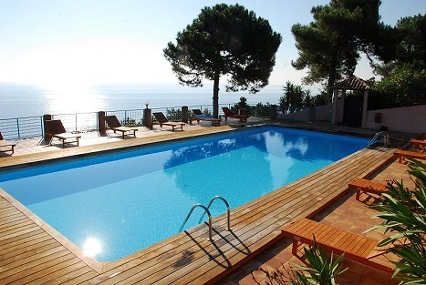 Immobiliers offres appartement corse du sud vente for Piscine en corse